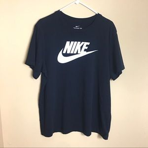 NIKE Women's Black Basic Short Sleeve T-shirt - XL